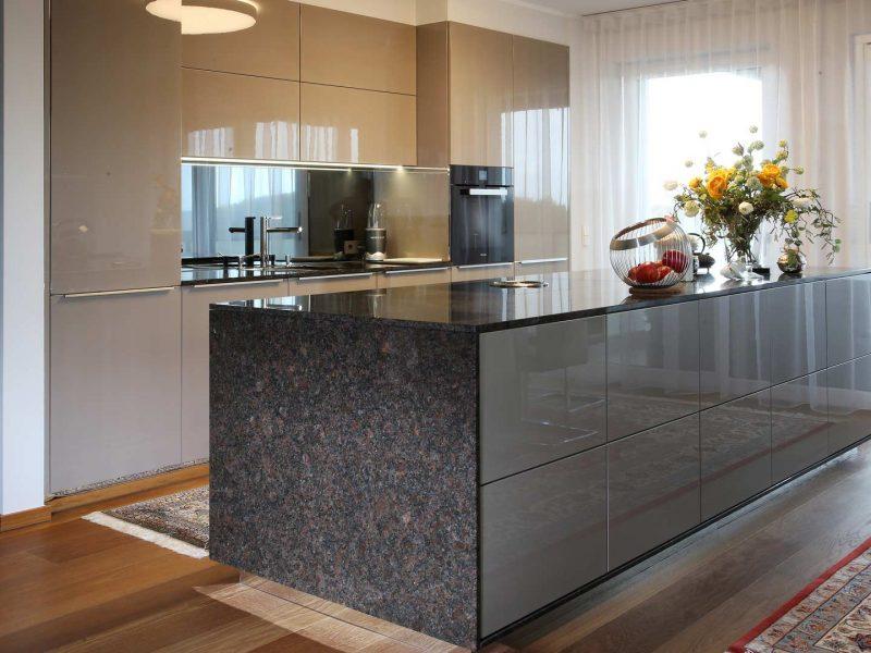 Küche KH | Arbeitsplatte Strasser | E-Geräte Miele | Fenstergestaltung LEHA