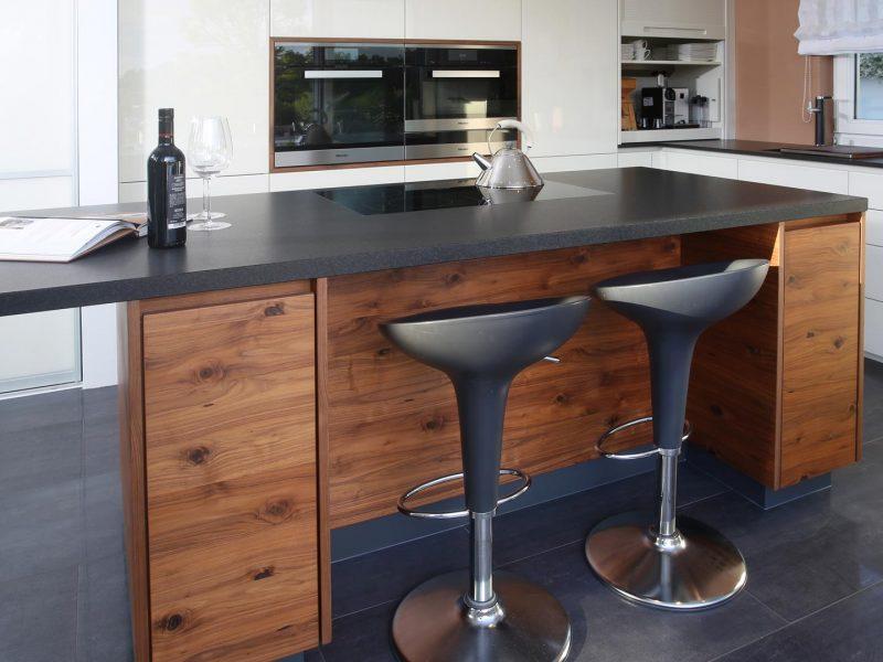 Küche Umsetzung Tischler   Platte Strasser   E-Geräte Miele