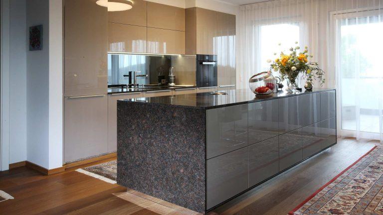 Küche KH   Arbeitsplatte Strasser   E-Geräte Miele   Fenstergestaltung LEHA