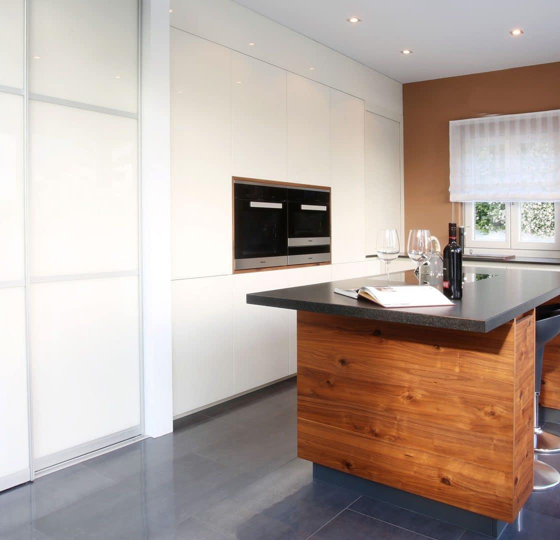 Küche Tischlerarbeit | Platte Strasser | E-Geräte Miele