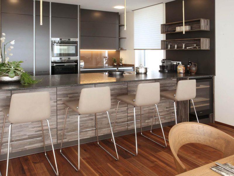 Barhocker Rolfbenz | Beleuchtung Studio Italia | Fenstergestaltung LEHA | Küche Privat