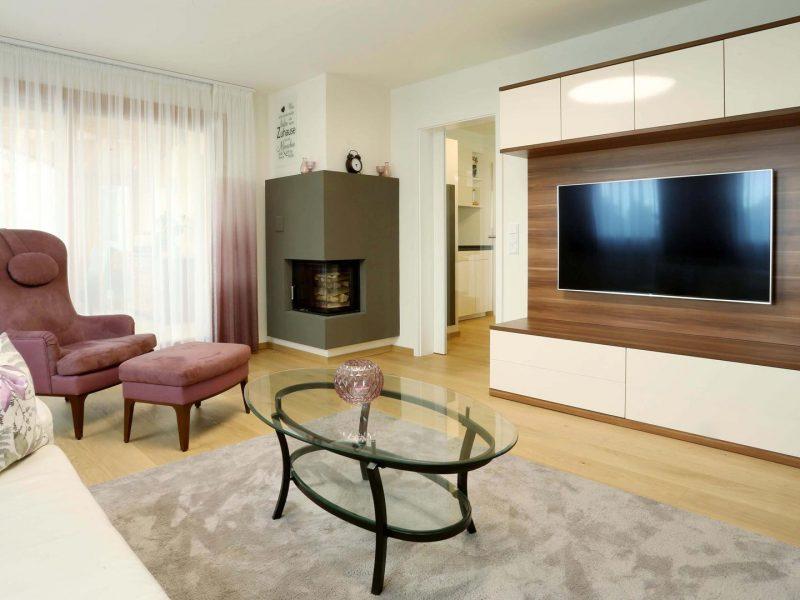 Vorhänge Zimmer&Rohde | Stuhl Bielerfelder Werkstätten | TV-Möbel Haas | Kamin Siegmund